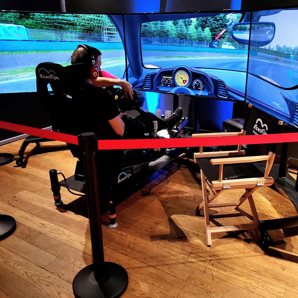 Racing motion simulator, 3Real 3x65 inch screens